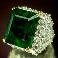 Birthstone Feature: Check Out the Fascinating History of the Smithsonian's 'Chalk Emerald'